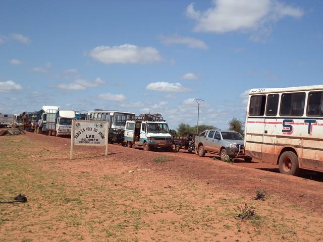 De nombreux cars et camions sont empêchés de rentrer à Djibo