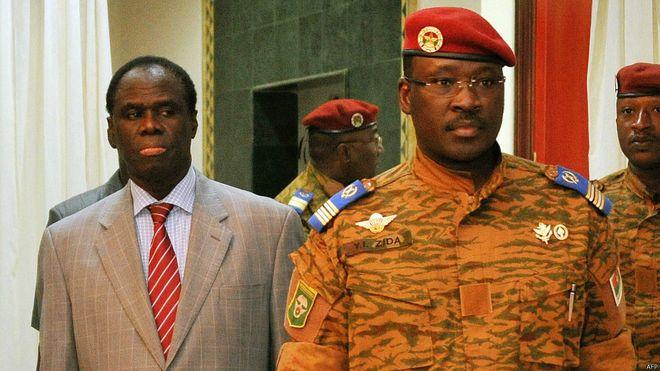 Photo_afriquenewsinfos Yacouba Isaac ZIda, alors premier ministre avec le président de la transition, Michel Kafando.