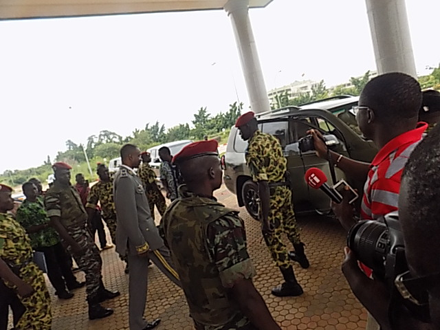 Après le coup d'Etat le général et ses soldats n'ont se sont pris aux médias